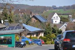 Zonnepanelen in Duitse stad Stock Afbeelding