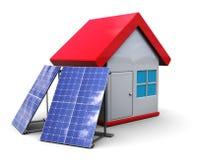 Zonnepanelen en huis Stock Foto