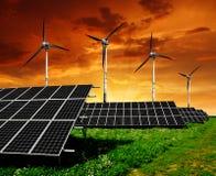 Zonnepanelen en windturbine Royalty-vrije Stock Afbeeldingen