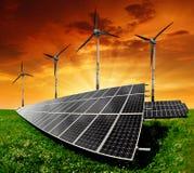 Zonnepanelen en windturbine stock foto's