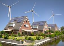Zonnepanelen en windturbines Royalty-vrije Stock Afbeelding