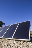 Zonnepanelen op het dak Royalty-vrije Stock Afbeeldingen
