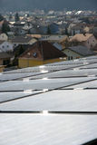 Zonnepanelen op het dak. Stock Fotografie
