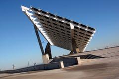 Zonnepanelen tegen de Diepe Blauwe Hemel in Spanje Stock Foto's