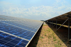 Zonnepanelen, zonne-energie in ecologisch Thailand, Royalty-vrije Stock Foto