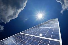 Zonnepanelen of Zonnecellenenergie voor stroom in Azië Royalty-vrije Stock Foto