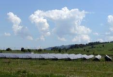 Zonnepost op heterostructural modules in het Mayminsky-district van de Republiek van Altai stock afbeelding