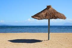 Zonnescherm op strand Royalty-vrije Stock Fotografie