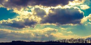 Zonneschijn door Wolken Royalty-vrije Stock Afbeeldingen
