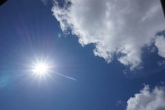 Zonneschijn en wolken Stock Afbeelding