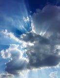 zonneschijn met hemel en wolken Stock Foto's
