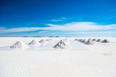 Zonneschijnlandschap van Salar de Uyuni in Bolivië stock afbeeldingen