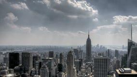 Zonnestralen en Wolken de de Van de binnenstad van NYC stock videobeelden