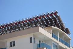 Zonnewaterverwarmers op het dak Stock Foto