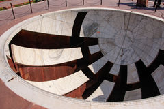 Zonnewijzer bij Astronomisch Waarnemingscentrum Jantar Mantar in Jaipur, Ind. royalty-vrije stock foto's