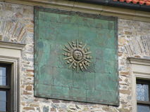 Zonnewijzer bij het historische kasteel bouzov Royalty-vrije Stock Foto