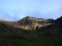 Zonnig flard op een donkere berg Royalty-vrije Stock Afbeeldingen