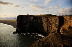 Zonnig landschap in IJsland klip stock afbeeldingen