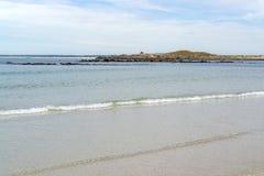 Zonnig strand in Bretagne royalty-vrije stock foto's
