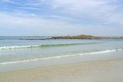 Zonnig strand in Bretagne royalty-vrije stock afbeeldingen