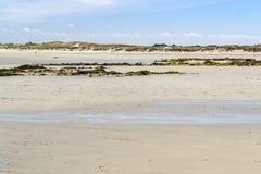 Zonnig strand in Bretagne stock foto