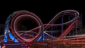 ZONNIG STRAND, BULGARIJE - September 10, 2017: Aantrekkelijkheid in het park Carrousel in Motie bij Nacht Een lange blootstelling stock foto