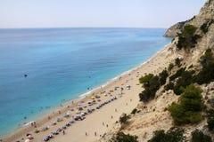 Zonnig strand in Griekenland royalty-vrije stock afbeelding