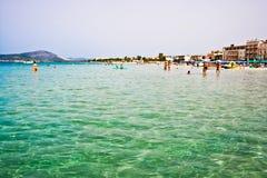 Zonnig strand in Italië stock foto's