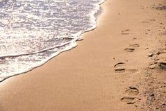 Zonnig strand met stappen Stock Afbeelding