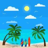 Zonnig zeegezicht met palmen, blauwe oceaan, zandkustlijn, verschillende surfplanken, wolken, zon, zeemeeuwen, hemel, Vectorachte stock illustratie