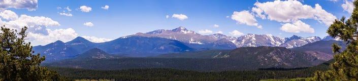 Zonnige bergvallei Reis naar Rocky Mountain National Park Colorado, Verenigde Staten Royalty-vrije Stock Foto