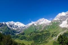 Zonnige dag in Alpen Stock Afbeeldingen
