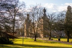 Zonnige dag in Arenbergpark, Heverlee, Leuven, Vlaanderen, België royalty-vrije stock foto