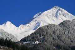 Zonnige dag in bergen. royalty-vrije stock foto
