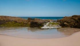 Zonnige dag bij het strand Royalty-vrije Stock Afbeeldingen