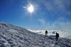 Zonnige dag in de bergen Stock Foto's