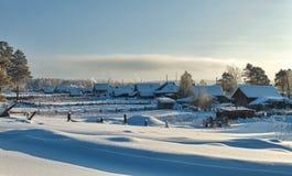 Zonnige dag in het dorp Stock Afbeeldingen