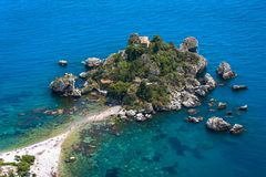 Zonnige dag in Isola Bella In Taormina, Sicilië stock afbeeldingen