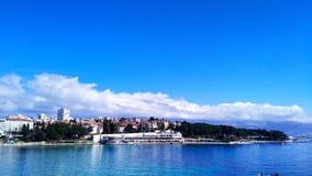 Zonnige dag in Kroatië, Spleet stock afbeeldingen