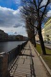 Zonnige dag op de Fontanka-Rivier royalty-vrije stock foto