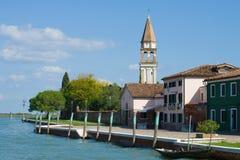 Zonnige dag op de waterkant van het Mazzorbo-eiland Venetië, Italië Royalty-vrije Stock Foto