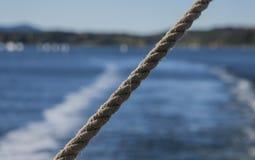 Zonnige dag in Oslo, Noorwegen - heldere blauwe wateren van de fjord, een close-up van een streng royalty-vrije stock foto