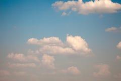 Zonnige dag, zonneschijn, blauwe hemel, Royalty-vrije Stock Fotografie