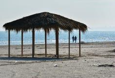 Zonnige de herfstochtend op de kust van de Zwarte Zee bij Navodari-strand Royalty-vrije Stock Foto