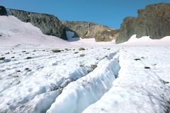 Zonnige de zomerdag op de IGAN-gletsjer Polaire Ural, Rusland stock foto