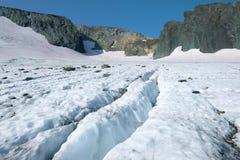 Zonnige de zomerdag op de IGAN-gletsjer Polaire Ural, Rusland stock afbeeldingen