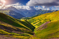 Zonnige de zomerochtend in de Alpen van Italië Royalty-vrije Stock Foto's