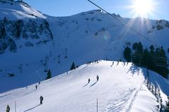 Zonnige helling in Zwitserse Alpen royalty-vrije stock fotografie