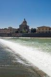 Zonnige mening van Kerk San Frediano in Cestello en rivier Arno Royalty-vrije Stock Fotografie