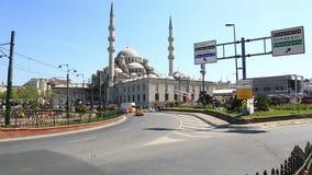 Zonnige mening in Yeni Cami in Istanboel stock videobeelden